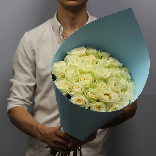 Кулёк из 29 белых роз: букеты цветов на заказ Flowwow