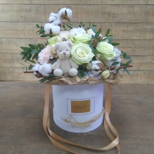 Стильная коробочка с мишкой ручной работы: букеты цветов на заказ Flowwow