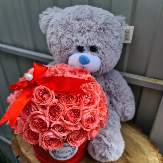Мишка с коробкой: букеты цветов на заказ Flowwow
