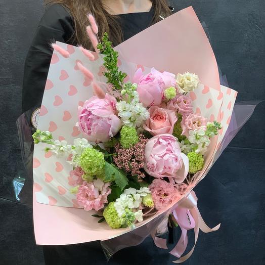 Нежный букет с пионами , лизиантусом и ароматной матиолой: букеты цветов на заказ Flowwow