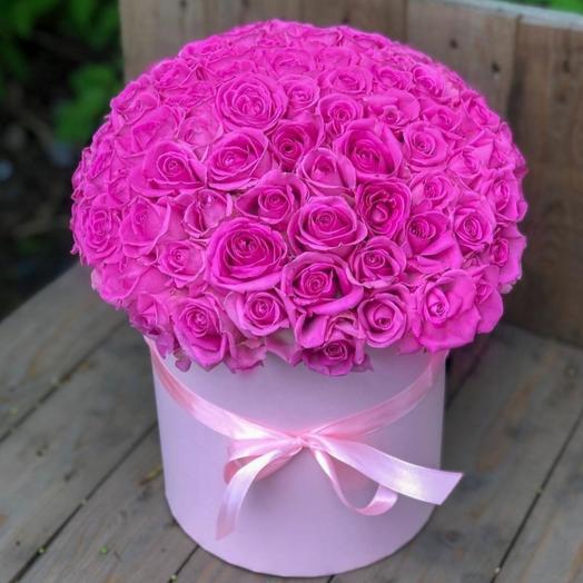 75 розовых роз в шляпной коробке