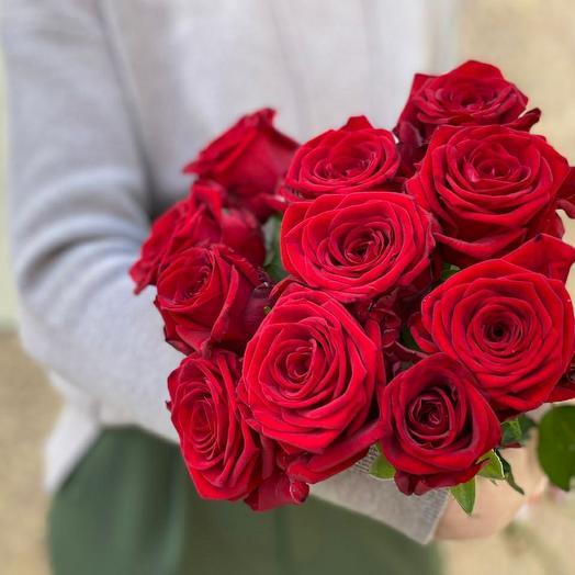 11 алых роз под ленту