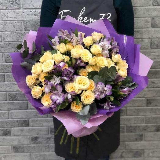 Кустовая роза с альстромерией