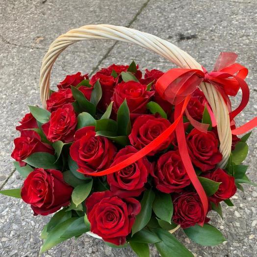 Корзина из 25 красных роз