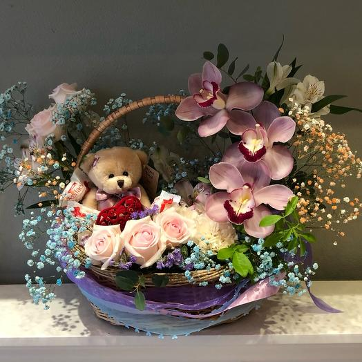 Корзина с цветами «Искренне Ваш»