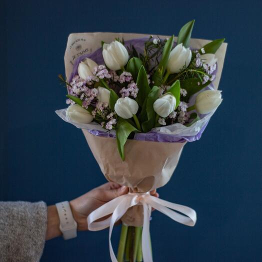 Весенний букет с тюльпанами