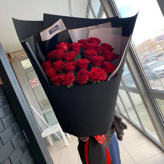 25 роз гигант