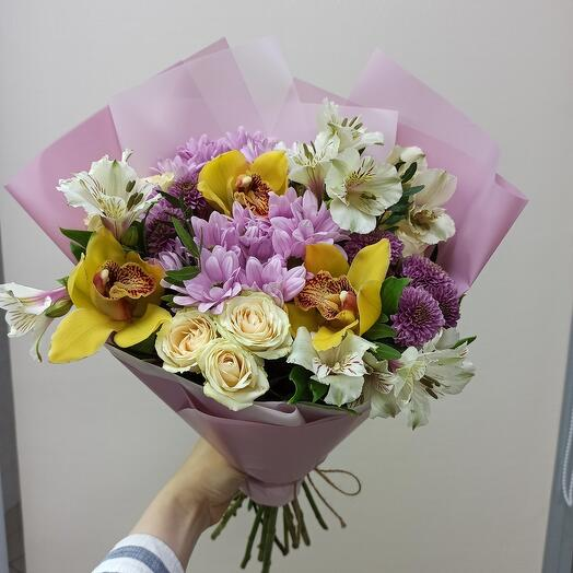 Букет с орхидеями и ассорти цветов