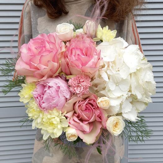 """Цветы в коробке """"мисс очарование """""""