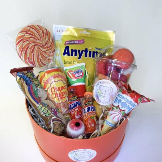 Коробка иностранных сладостей
