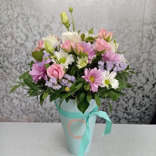 Композиция с эустомой и кустовыми розами