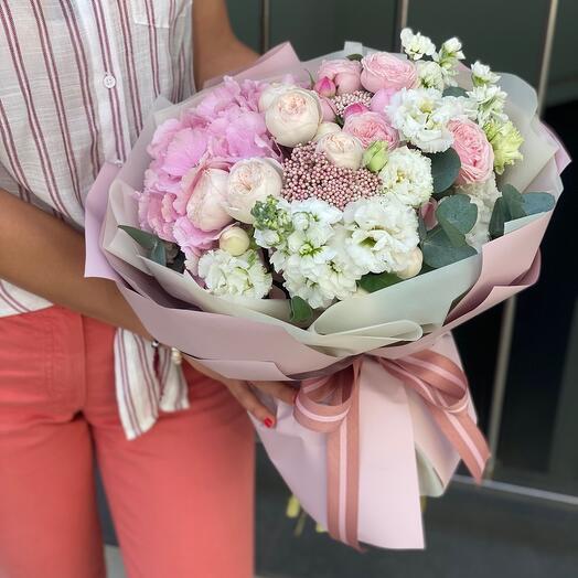 Букет Филинг из гортензии, пионовидной розы, озотамнуса и маттиолы