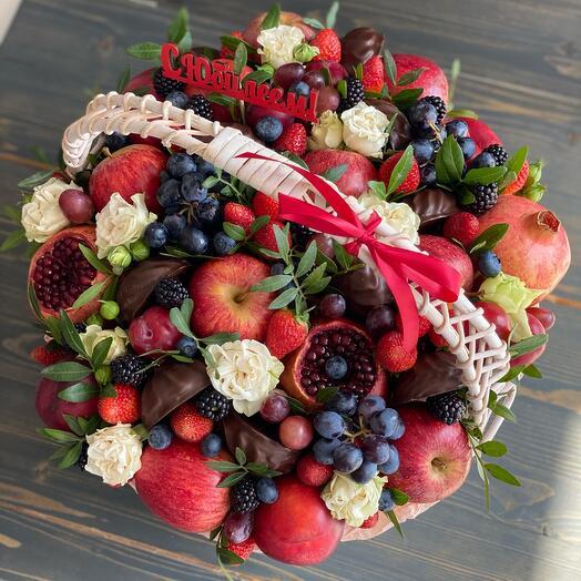 Корзина с цветами «Изобилие»