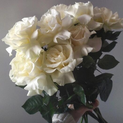 Монобукет из ажурных белых роз