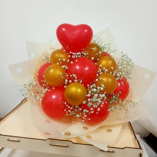 Крафт букет из воздушных шаров и гипсофилы
