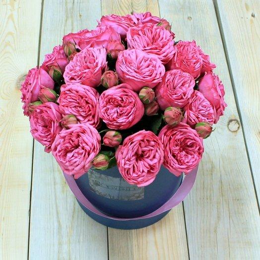 Шляпная коробка с пионовидными розами Дэвида Остина