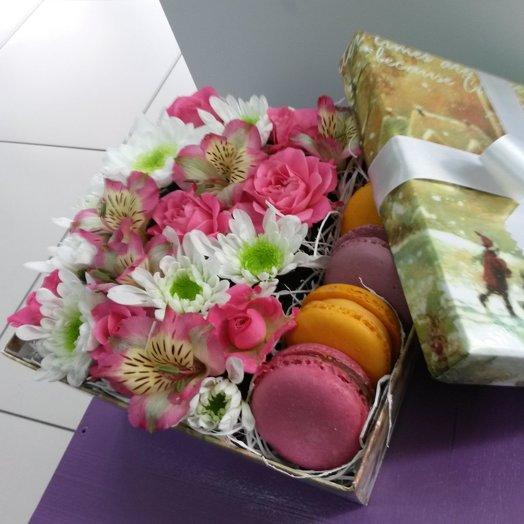 Стильная коробочка с макаронсами 1: букеты цветов на заказ Flowwow