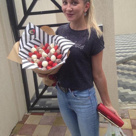 Букет из клубники «Полосатик»: букеты цветов на заказ Flowwow