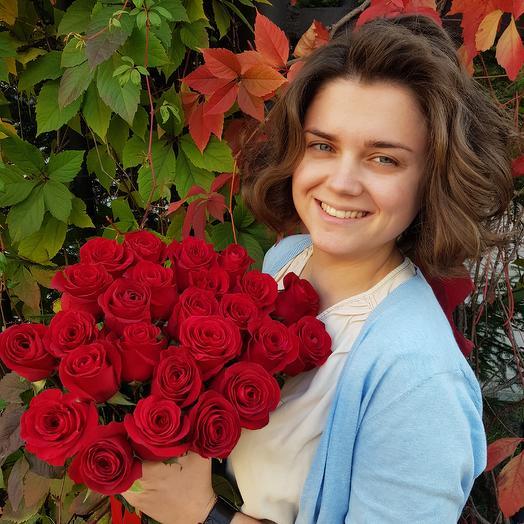 25 красных роз 60 см