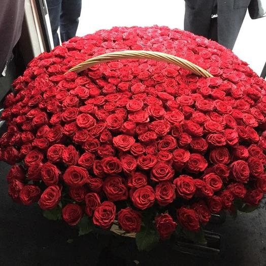 Огромная корзина из роз: букеты цветов на заказ Flowwow
