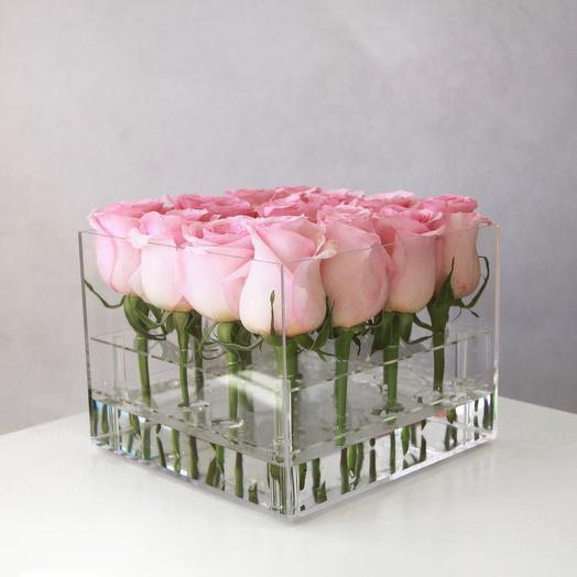 Куб с 16-ю розами: букеты цветов на заказ Flowwow