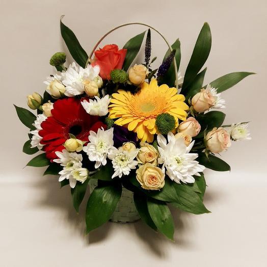 Корзинка сборная с герберой: букеты цветов на заказ Flowwow