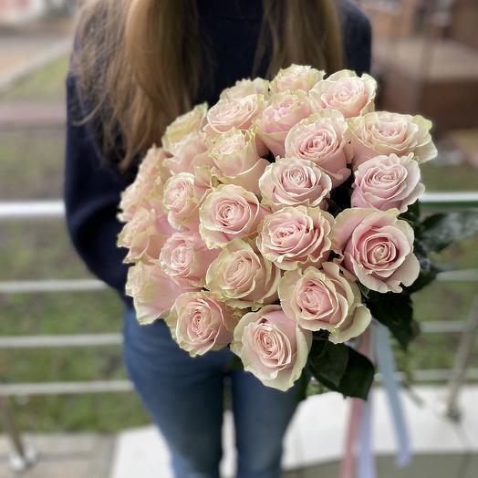 Букет из 25 эквадорских роз с пионовидным раскрытием: букеты цветов на заказ Flowwow
