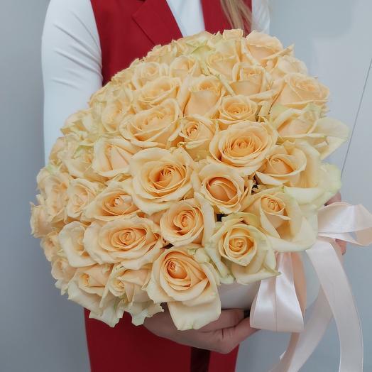 Коробка из 51 кремовой розы: букеты цветов на заказ Flowwow