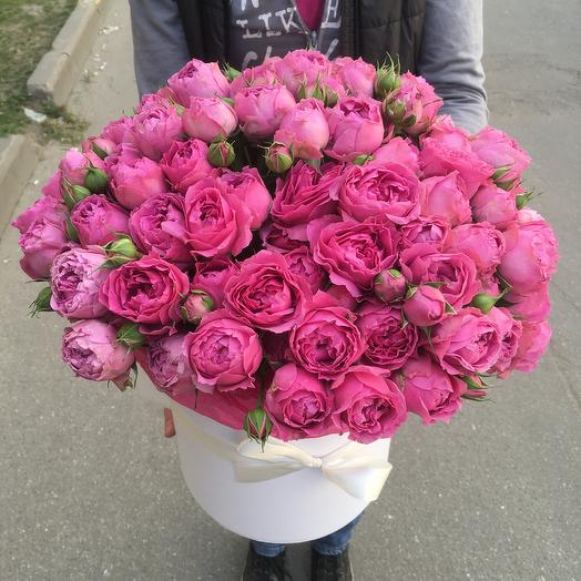 Пионовидные розы в шляпной коробке: букеты цветов на заказ Flowwow