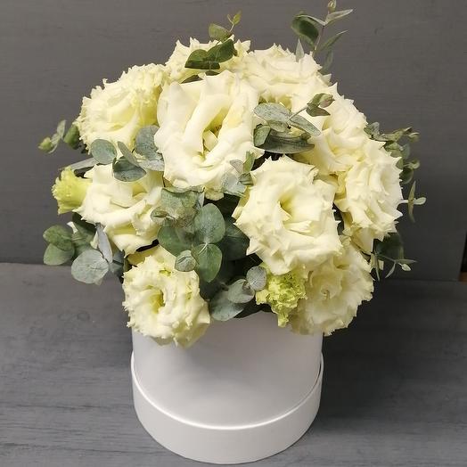 Большой букет эустомы в шляпной коробке: букеты цветов на заказ Flowwow