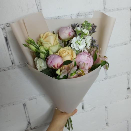 Нежный букет с мини-пионами и ассорти цветов: букеты цветов на заказ Flowwow