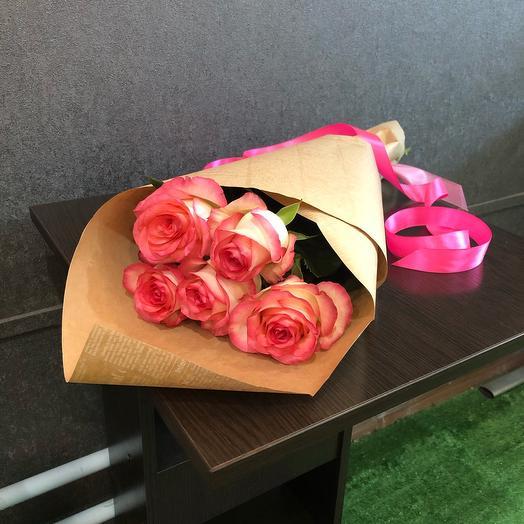 5 роз Джумилия в газетном крафте