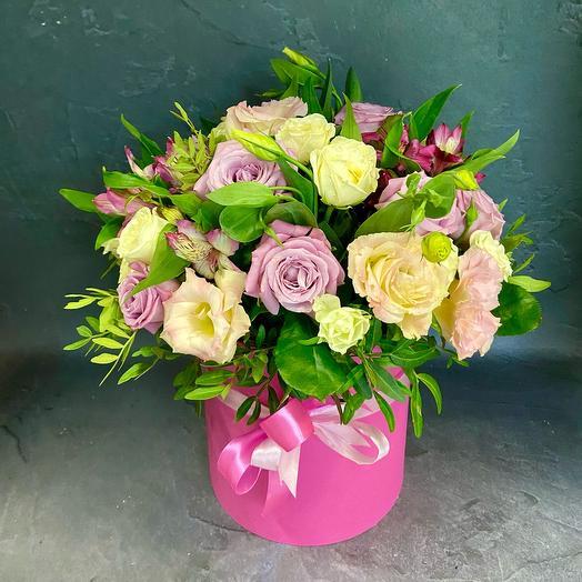 Цветы в коробке делюкс