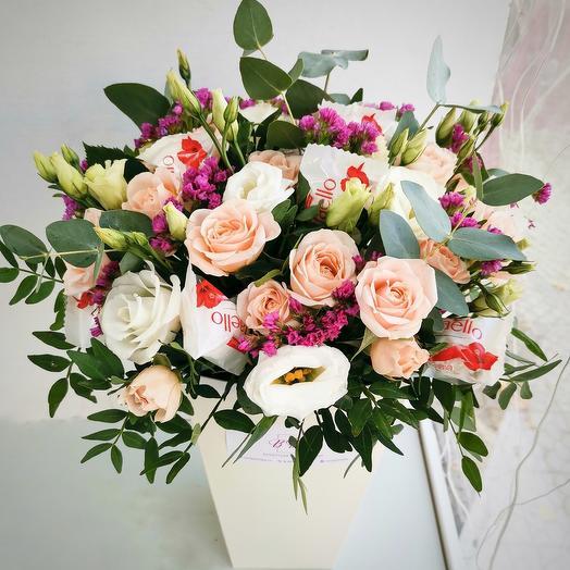 Цветы и Рафаэлло в коробке
