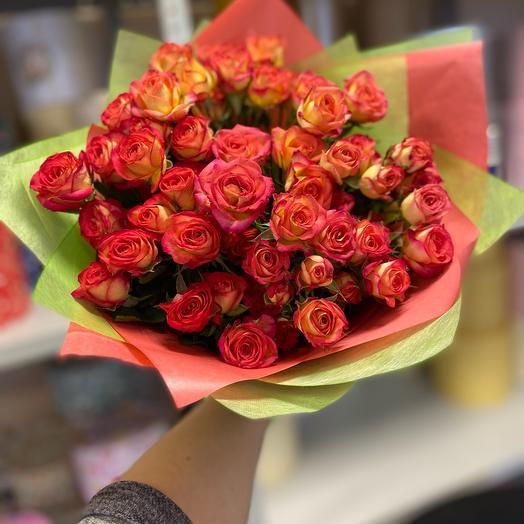 Яркая кустовая роза