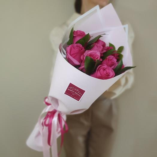Шикарный букет из 9 роз Эквадор и рускуса