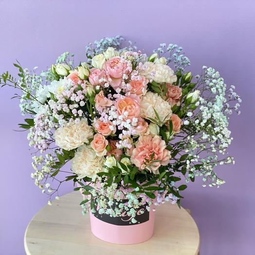 Цветы в коробке в нежных оттенках 🌿