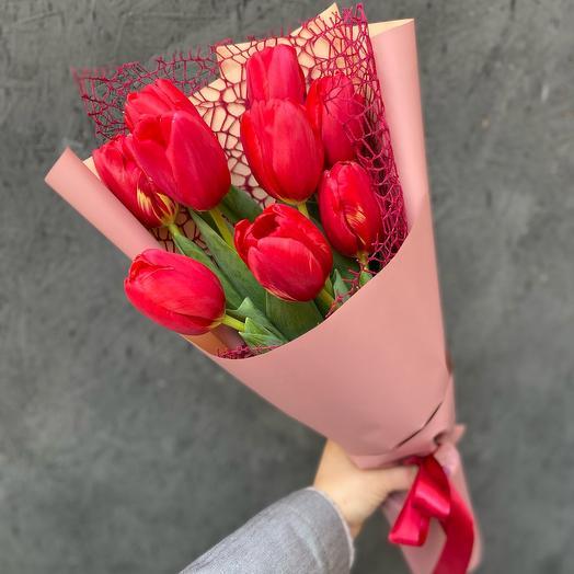 Букет 9 красных Тюльпанов «Правдивый»