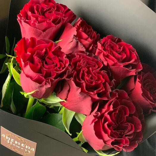Букет из 7 алых роз