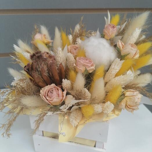 Дерево ящик с сухоцветами