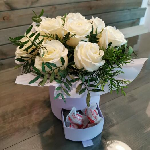 Коробка Белых роз с Raffaello