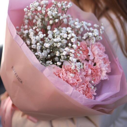 Самые стойкие цветы - диантусы и гипсофила .  В нежном оформлении