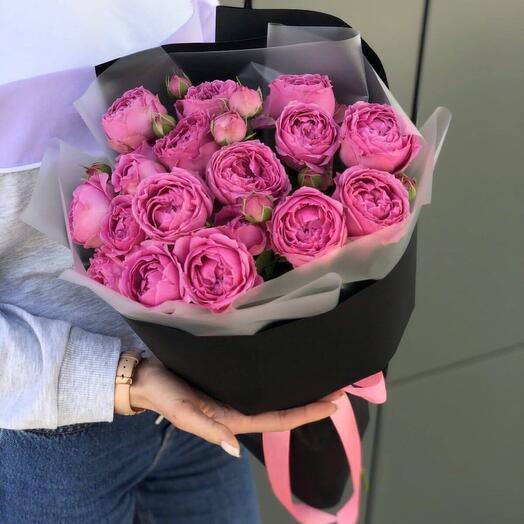 5.Букет комплимент из пионовидных  кустовых  розы в оформлении