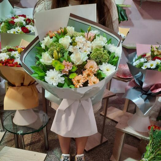Букет из разновидных цветов