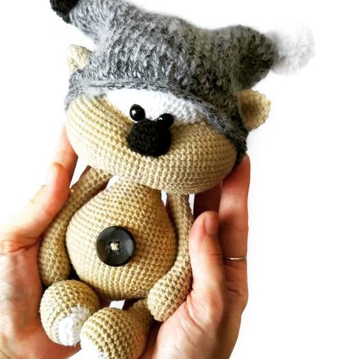 Мишка Печенька в шапке с помпонами
