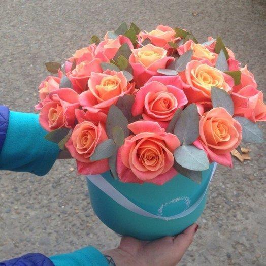 Персиковые роза в Шляпной коробки с доставкой в Сочи: букеты цветов на заказ Flowwow