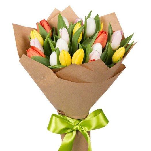 35 тюльпанов микс на 8 марта в крафте: букеты цветов на заказ Flowwow