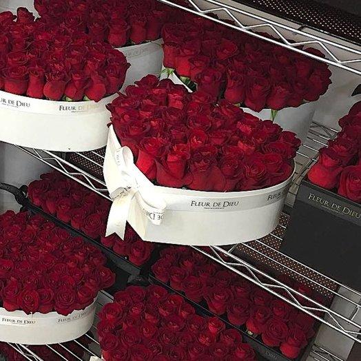ЦВЕТЫ В КОРОБКЕ СЕРДЦЕ С РОЗАМИ КРАСНЫЙ БАРХАТ: букеты цветов на заказ Flowwow
