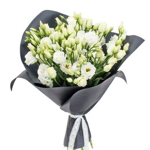 Белоснежный лизиантус в крафте: букеты цветов на заказ Flowwow
