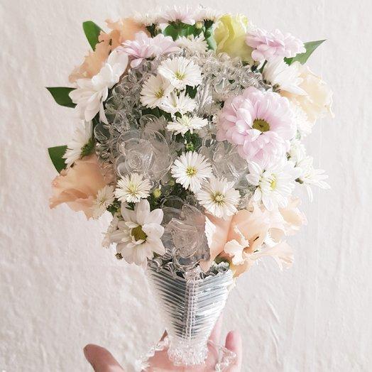 Нежная настольная ваза с цветами: букеты цветов на заказ Flowwow